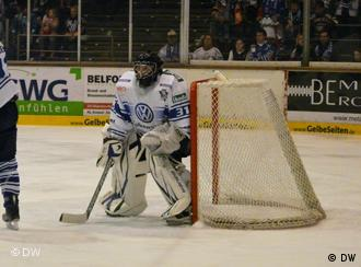 Kassel Huskies goalie Julian Meyer