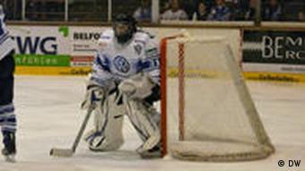 Kassel Huskies goalie Julian Meyer