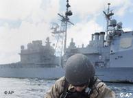 ناوگان پنجم آمریکا در خلیح فارس حضور چشمگیری دارد. ماموریت اصلی آنها امنیت کشتیها در خلیح اعلام شده است.