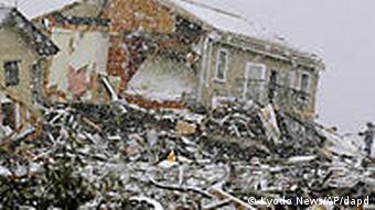 Japan Erdbeben Tsunami zerstörte Häuser im Schnee in Sendai