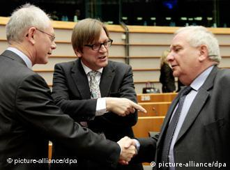 epa02636485 President of the European Council, Belgian Herman Van Rompuy (L) chats with former Belgian Prime Minister Guy Verhofstadt (C), now Chairman of the Eurpean parliament's Liberal Group and Chairman of the EPP Christian-Democratic Group of the European Parliament, French Joseph Daul (R) prior to a minute of silence in respect of the victims of the 11 March earthquake and the subsequent tsunami that hit Japan's east coast, prior to the conference of President at European parliament in Brussels, Belgium 16 March 2011. EPA/OLIVIER HOSLET +++(c) dpa - Bildfunk+++