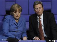 Los partidos gobernantes alemanes se ven en aprietos en el debate sobre energía nuclear. En la foto: la canciller Merkel (CDU) y  Westerwelle (FDP), titular de Exteriores.