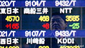 Tafel an der Tokioter Börse zeigt den Anstieg der japanischen Währung (Foto: AP)