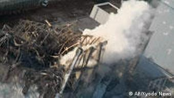 Fukushima reactor spueing smoke