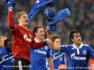 Schalke players celebrate a win against Valencia