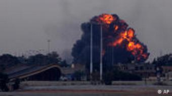 Explosion nahe Bengasi (Foto: AP)