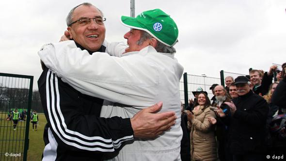 Wolfsburg fan hugging Magath