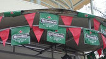 Кафе в Тирасполе, реклама пива Heineken