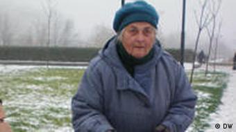 Пенсионерка разложила на лавке свой товар