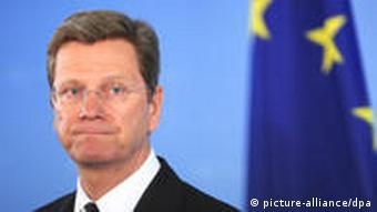 Porträt Westerwelle, im Hintergrund EU-Flagge (Foto: dpa)