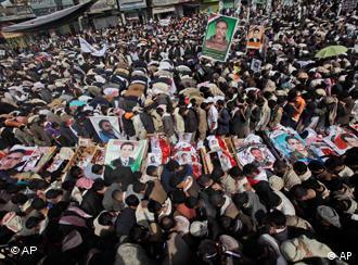 Menschen protestieren im Jemen (Foto: AP)