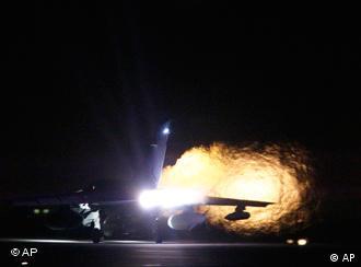 Britisches Kampfflugzeug beim Start (Foto: AP)