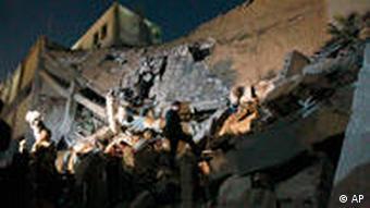 Libysche Soldaten in einem zerstörten Gebäude (Foto: AP)