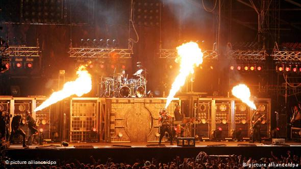Rammstein beim Hurricane Festival (Quelle: picture alliance)