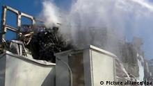 Japan Löscharbeiten am Atomkraftwerk Fukushima