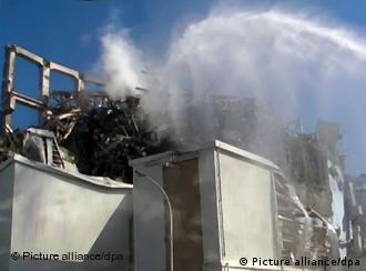 Bombas de agua para bajar temperatura de reactores de Fukushima.