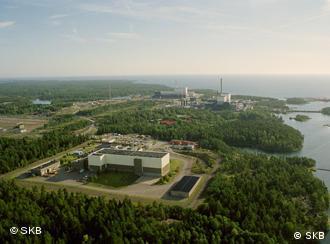 Вид сверху на АЭС Оскарсхамн и временное хранилище ядерных отходов