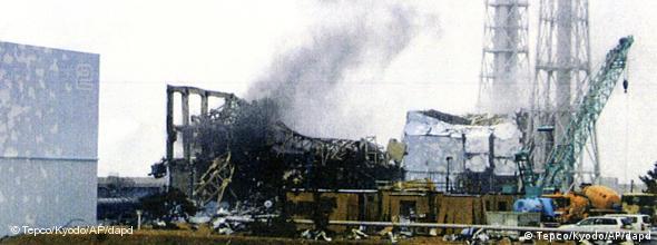 NO FLASH Japan Atomkraftwerk Fukushima Rauch 21.03.2011