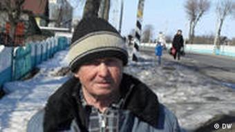 Der Urkainer Wassilij in in seinem Dorf Tscherikow (Foto: DW)