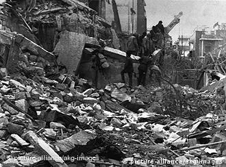 US-Bombenangriff auf Libyen 1986/ Foto. Libyen / Bombardierung der Staedte Tripolis und Bengasi durch US-Luft- streitkraefte, 15. April 1986. (Die US- Regierung wirft der libyschen Regierung vor, an dem Anschlag auf die vorwiegend von US-Soldaten besuchten Berliner Diskothek La Belle beteiligt zu sein.) - Zerstoerungen in Tripolis nach dem Angriff.- (Foto: pa)