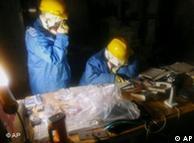 修复工作者与核污染进行殊死搏斗