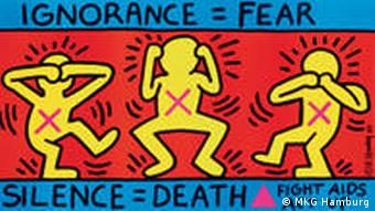 Plakat von Keith Haring. Darauf: Comicmännchen, die sich Augen, Ohren und Mund zuhalten. Drum herum der Schriftzug: Ignorance=Fear. Silence= Death. Fight Aids. Act up (Foto: MKG Hamburg)