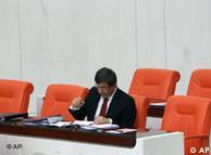 احمد داوداوغلو، وزیر خارجه ترکیه، در مذاکره با معاون وزارت خارجه لیبی، به بررسی امکان برقراری آتشبس پرداخت.