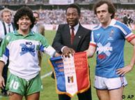 پلاتینی، پله و مارادونا (از راست) سه ستارهی فراموشنشدنی عالم فوتبال