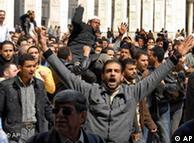 به رغم وعده اصلاحات از سوی دولت، مخالفان به این وعدهها بیاعتمادند و به تظاهرات خود ادامه میدهند