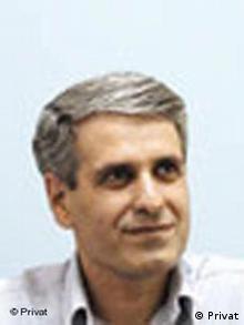 سهراب رزاقی: فشار نمایندگان طرفدار دولت و برخی نهادهای دولتی موجب شده که مجلس به سمت تصویب قانونی رود که موجب مرگ جامعه مدنی ایران خواهد شد