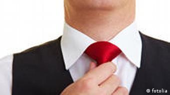 Krawattenknoten kontrollieren