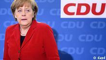 Bundeskanzlerin Angela Merkel (CDU) nimmt am Montag (28.03.11) in Berlin bei der Sitzung des CDU-Vorstands Platz. Der Vorstand der CDU kam am Montag nach den Landtagswahlen vom Sonntag (28.03.11) in Baden-Wuerttemberg und Rheinland-Pfalz zu einer Sitzung zusammen. (zu dapd-Text). Foto: Berthold Stadler/dapd