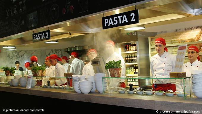 Cooks at a Vapiano pasta station
