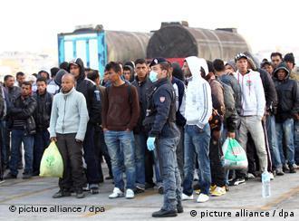 Flüchtlinge auf Lampedusa (Foto: pa/dpa)