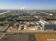 Ao fundo, a usina nuclear de Tricastin, na França