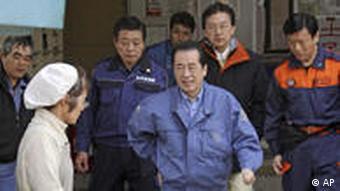 Kan beim Besuch von Notunterkünften im März 2011 (Foto: AP)