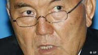 Реакцію Назарбаєва на події в Казахстані називають нервовою