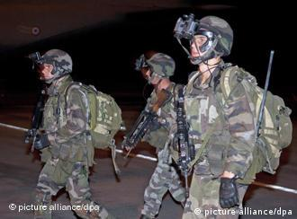 Troops from the French military mission in Ivory Coast secure the airport in Abidjan