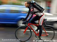 Работа превратилась в культ, а сообщество велокурьеров - в касту. 0,,6494281_1,00