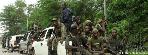 Anhänger Alassane Ouattaras im April 2011 Foto: EPA/LEGNAN KOULA