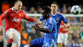Chelsea's Michael Essien, right, competes for the ball with Manchester United's Wayne Rooney, left