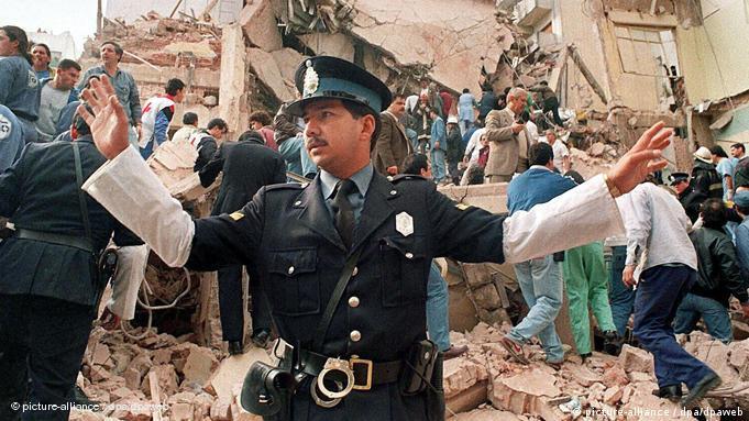 مخروبهای پس از انفجار که ۸۵ کشته و صدها مجروح برجای گذارد.
