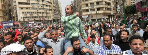 epa02677896 Egyptian protesters shout slogans against the Minister of Defense after clashes with the Egyptian amy occurred during the night, in Tahrir square, Cairo, Egypt, 09 April 2011. According to medical sources, two Egyptian died and at least 13 protesters were injured as the army tried to disperse thousands who remained in central Cairo's Tahrir Square on early 09 April, demanding a speedy trial for ousted president Hosny Mubarak and senior leaders accused of corruption. Protesters expressed their anger at the country's new military rulers for a lack of transparency and slow decision making. They also voiced their frustration that, nearly two months after Mubarak was toppled, neither he, nor anyone from his family, nor any senior aides have been imprisoned for allegedly pocketing the equivalent of billions of dollars. EPA/KHALED ELFIQI