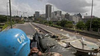 UN-Soldaten auf einer Patrouille in Abidjan (Foto: AP)