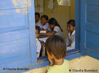 The picture shows a Cambodian primary school drop out. I met her while working on an education project for an international development organization. She told me that her parents were unable to afford the school fees and uniform. She had come to school every day for several weeks to watch her class through the open window. I was impressed by her dedication and willingness to learn. According to the International Covenant on Economic, Social and Cultural Rights the right to education includes the right to free, compulsory primary education for all. Fotograf/Datum: Claudia Buentjen, November 2003; Aufnahmeort: Takeo Province, Cambodia