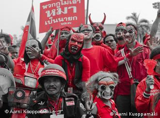 Red shirts demonstrating in Bangkok for investigation of the clashes in April 2010