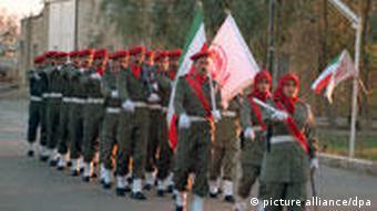 اعضای سازمان مجاهدین خلق در قرارگاه اشرف