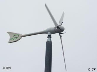 Маленький вітряк виробляє більше, ніж треба одній родині