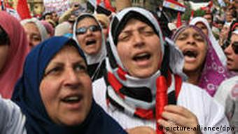 epa02676082 Egyptian women take part in a demonstration day called 'Friday of purgation and Trial' in Tahrir square, Cairo, Egypt, 08 April 2011. Thousands of Egyptians gathered in central Cairo's Tahrir square on 08 April to underscore their unfulfilled demands, including trials for senior figures in the ousted administration EPA/AMEL PAIN +++(c) dpa - Bildfunk+++