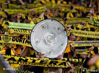 Dortmund supporters celebrate with a mock of the German Soccer Champioship Cup during the German first division Bundesliga soccer match between BvB Borussia Dortmund and SC Freiburg in Dortmund, Germany, Sunday, April 17, 2011. (Foto:Frank Augstein/AP/dapd) NO MOBILE USE UNTIL 2 HOURS AFTER THE MATCH, WEBSITE USERS ARE OBLIGED TO COMPLY WITH DFL-RESTRICTIONS, SEE INSTRUCTIONS FOR DETAILS